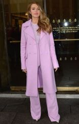 """Blake decided to be pretty in pink out and about in NYC wearing Cushnie Et Ochs giving us slight Rihanna teas from her """"Home"""" movie premie."""