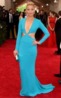 Elizabeth Banks at the 2015 Met Gala on May 4, 2015 at the Costume Institute Benefit Gala at the Metropolitan Museum of Art in New York.