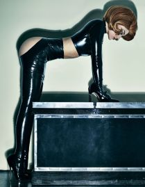 gallery-1448983557-elle-interview-kylie-jenner-09